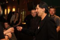 Edge пьет за Larry