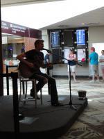 а живая музыка даже в аэропорту Нэшвилла