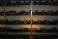 пустые бутылки в нашем гостинничном номере... Никто не хочет помочь вынести..??