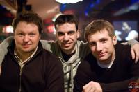 Боно (сзади) четвертый