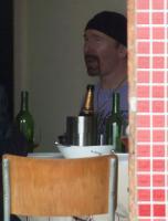 А кроме, Эдж держит ларёк с напитками на Юге Франции.