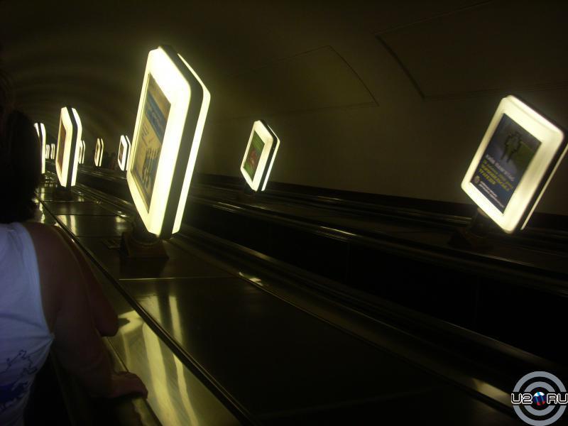 на спуске в метро