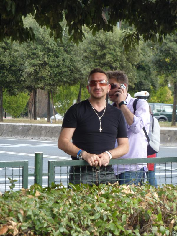 Bono's look-alike